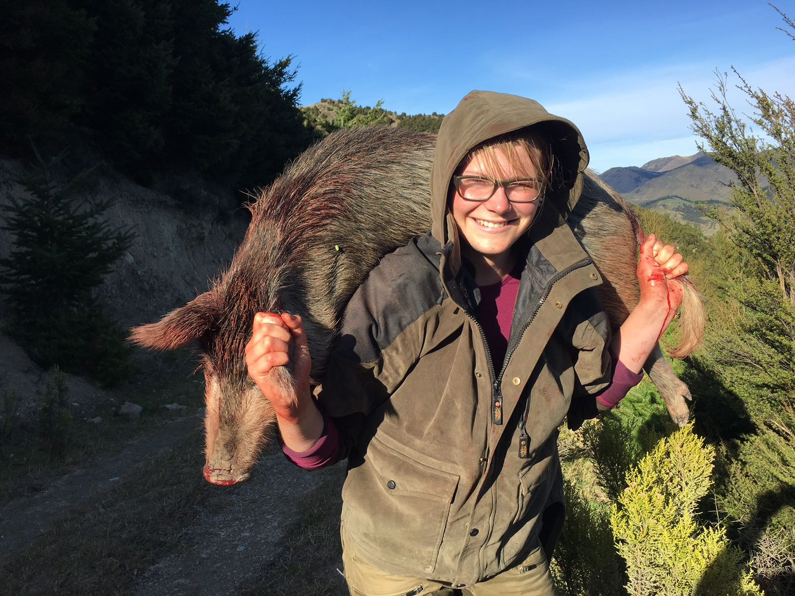 FIRST TIME HUNTING GIRL CARRYING A WILD PIG at The Island Hills Station